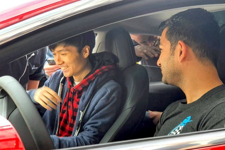 ▲最終場 Richard Zhu 在 Tesla Model 3 內部破解資訊娛...