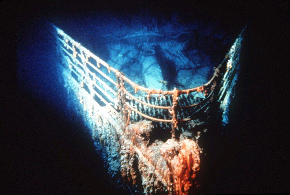 鐵達尼號的殘骸,仍在海底腐蝕之中。1912年這艘集合工業結晶、象徵人類力量的龐然...
