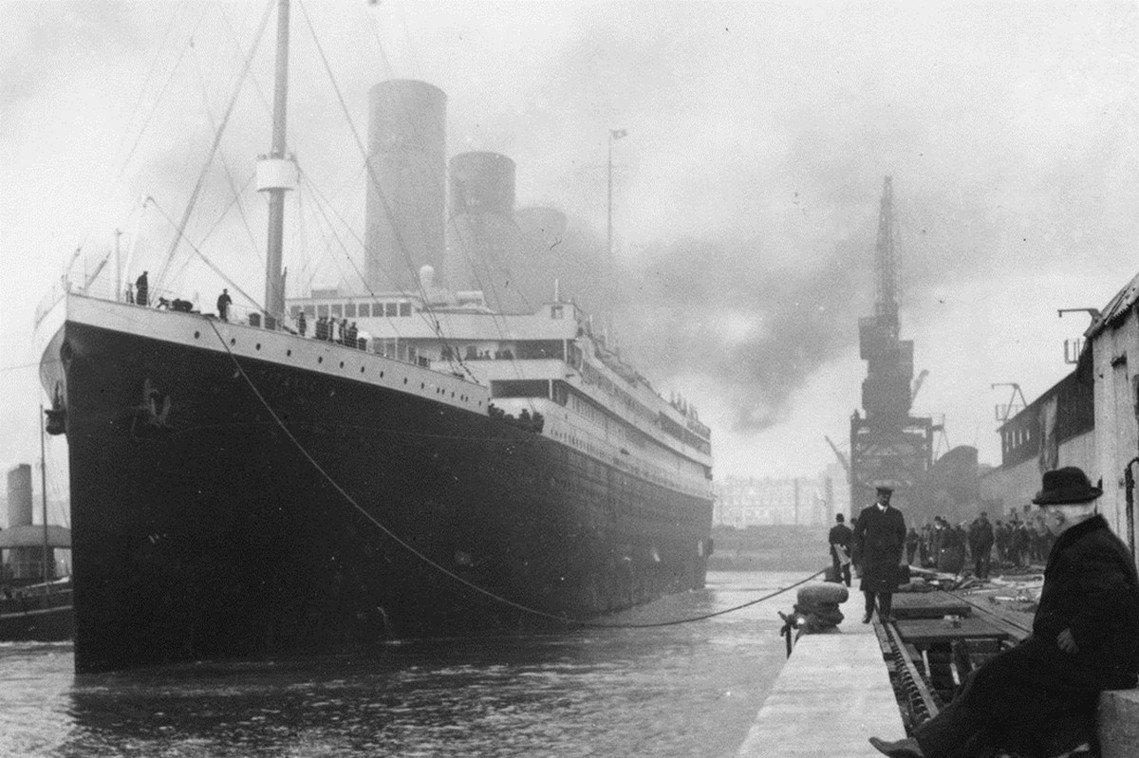 承載2,244人的豪華郵輪鐵達尼號,沉沒於北大西洋。當時滿載世人期待的大船首航,...