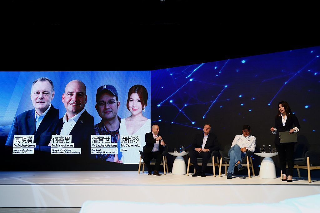 台灣賓士總裁Mr. Michael Grewe、戴姆勒集團數位轉型長Mr. Sascha Pallenberg、台灣賓士轎車行銷業務處副總裁Mr. Markus Henne,以互動式座談分享未來汽車產業發展與轉型的關鍵。 記者張振群/攝影