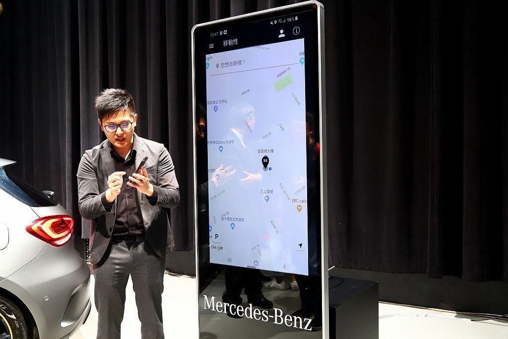 賓士認為「Connected 聯網科技」將是智慧城市不可或缺的要素,藉由Mmc(Mercedes me connect)互聯與 MBUX 多媒體系統,透過聯網科技,讓未來車輛與居家生活、辦公室、停車場等物聯設施緊密連結,提供零距離的便利生活。 記者張振群/攝影