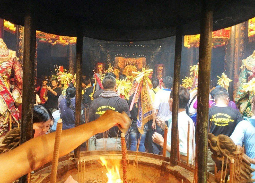 在台灣的傳統裡,我們能判斷一個神明是否靈驗,經常靠的便是一間廟是否「香火鼎盛」。...