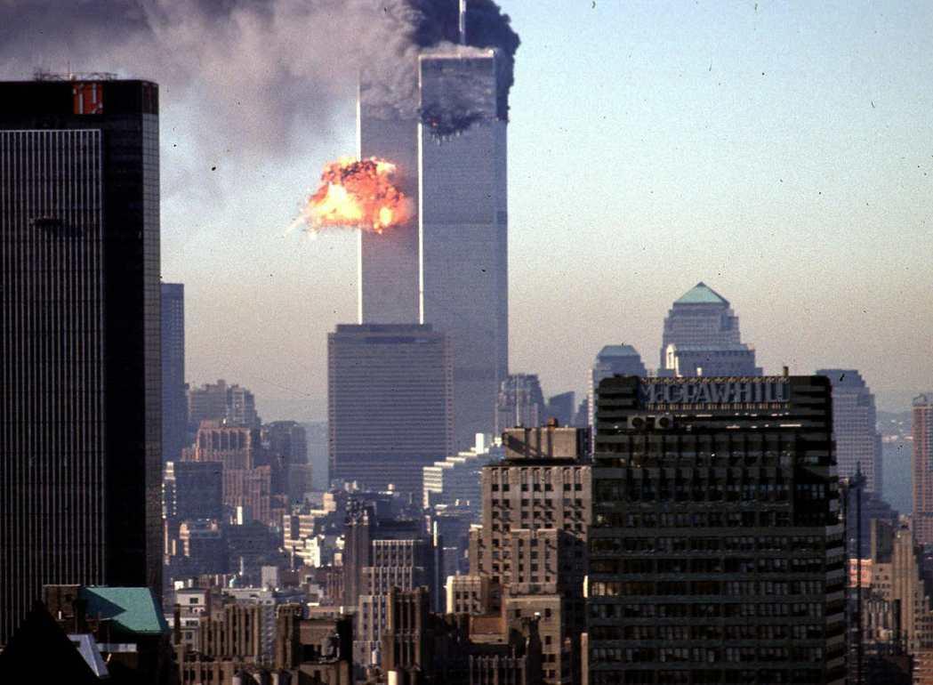 2001年911事件爆發。時任紐約市長朱利安尼,當時更以帶領紐約人沈著應對危機的...