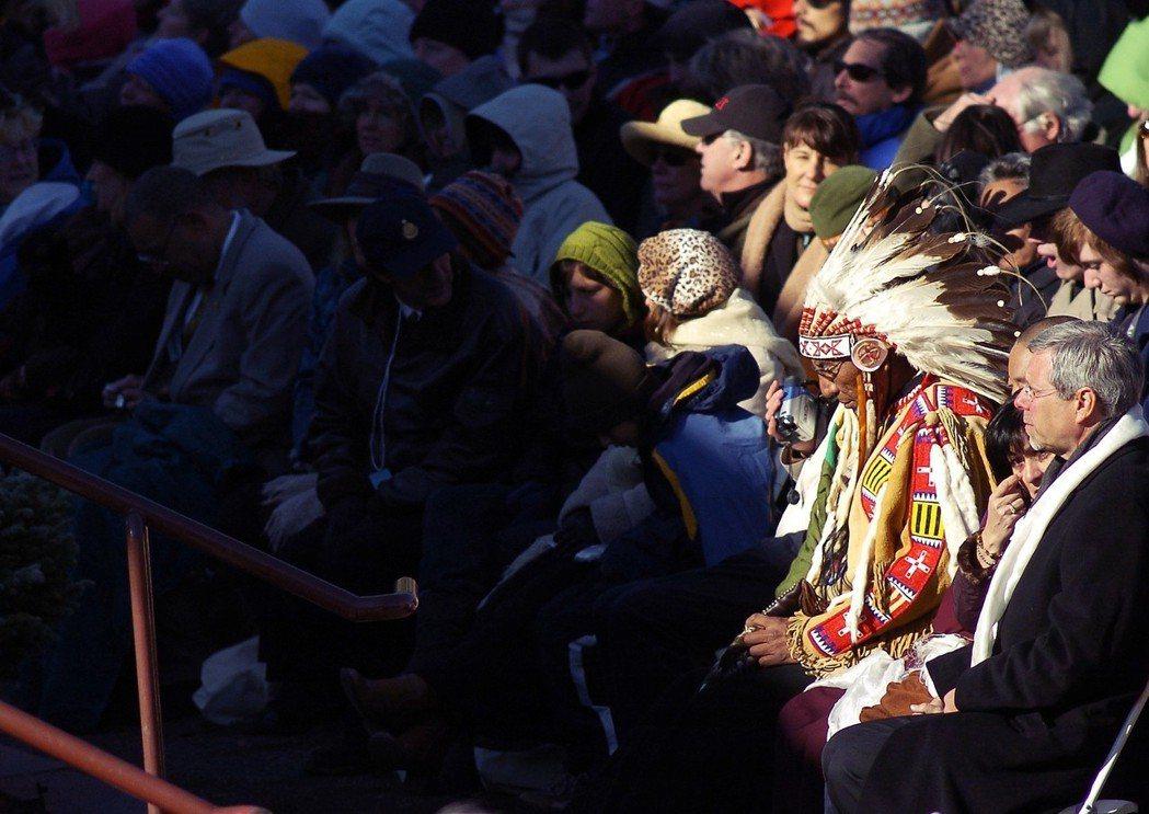 「法案中提到的是蘇族人,南達科他的七個民族彼此都是親戚。」海涅特將拉科他語、達科...