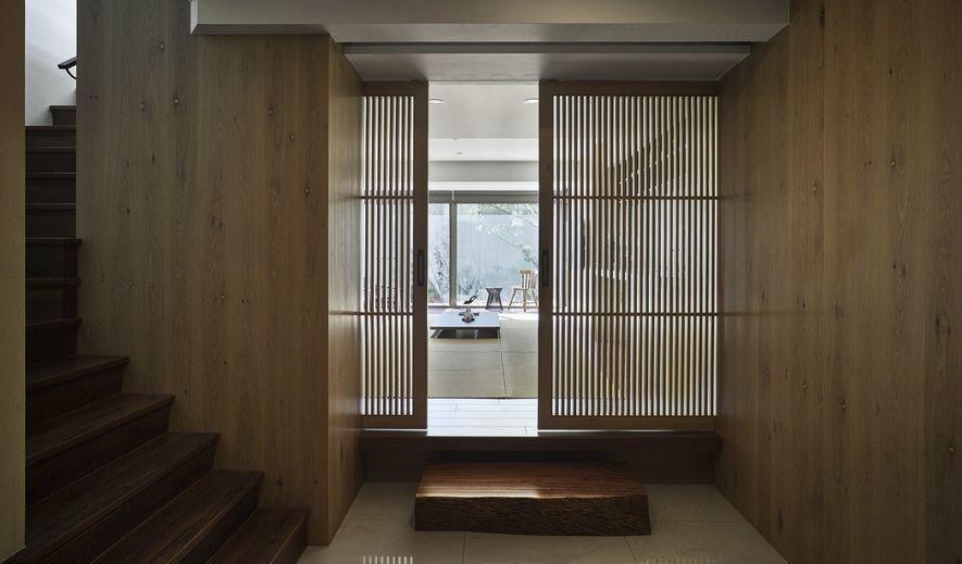 (圖)空間大量運用質地柔潤的木質建材,承托出家居溫暖的一面。