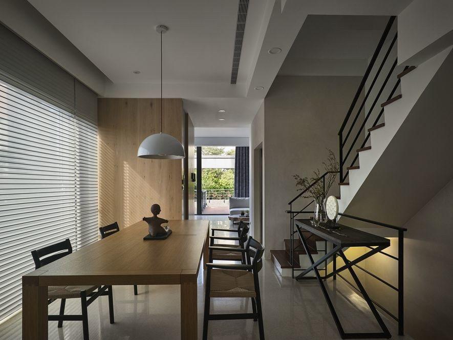 (圖)結束和室巡禮,登上樓梯,輪到明亮的用餐區域登場!