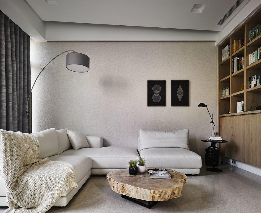 (圖)斜向設計的天花板,在保持管線空間等前提下,為住家開拓最佳視野。