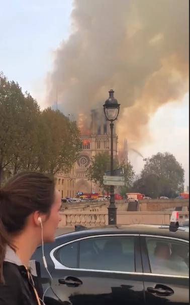 媒體人李艷秋現場目擊巴黎聖母院大火,她形容「景象極為駭人」,這個建於12世紀的巴...
