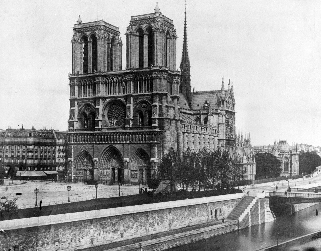 巴黎聖母院是法國最具象徵意義的地標之一,見證過許多歷史事件。圖為1911年的聖母...