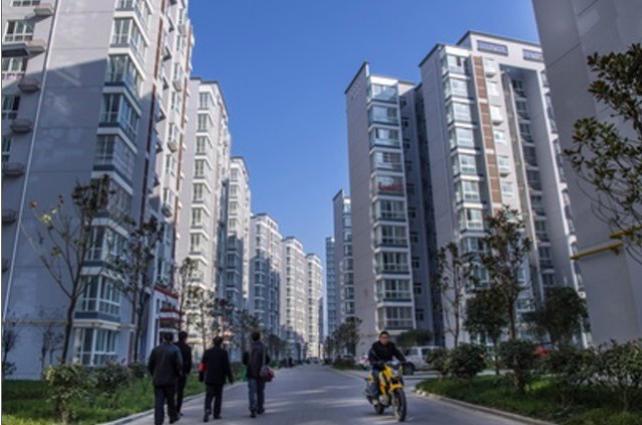 中國大陸70個大中城市房價按年上升10.6%,連升42個月,升幅創22個月新高。...