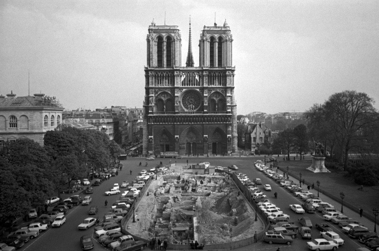 1967年4月18日,曾經遇劫重生的巴黎聖母院。美聯社