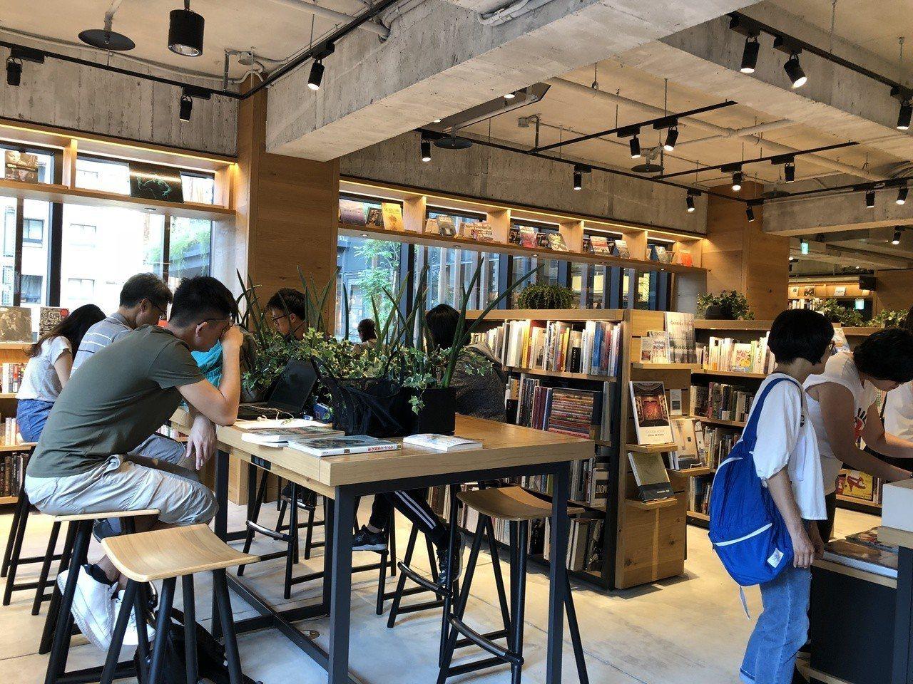 蔦屋書店TSUTAYA到台中開張,成人們朝聖景點。記者何定照/攝影