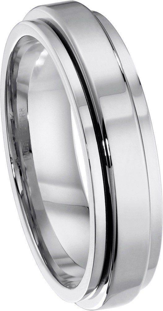 胡歌在影片中配戴的伯爵Possession 系列18K白金指環,53,000元起...
