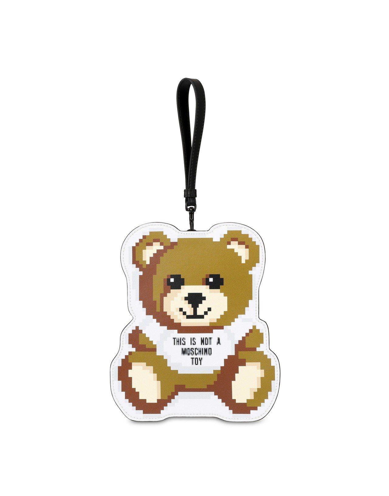 低畫素泰迪熊吊飾,12,500元。圖/Moschino提供
