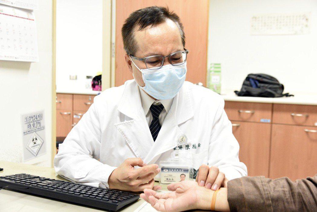 中醫部婦兒科主任陳柏全表示,乳癌化療後可透過中醫體質調理,可大幅改善腸胃不適、焦...