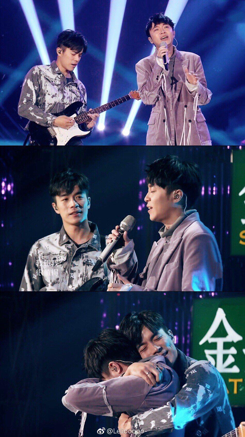 家凱(左)和吳青峰難得合體演出,逼哭不少網友。圖/摘自微博