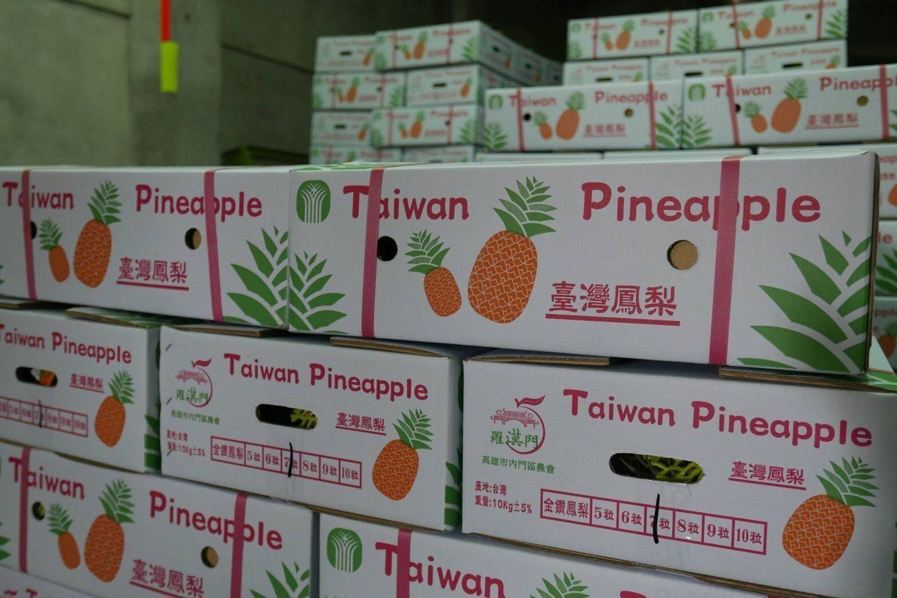 高雄鳳梨今年大量銷往新加坡,刷新去年台灣鳳梨出口新加坡的數量。圖/高雄市農業局提...