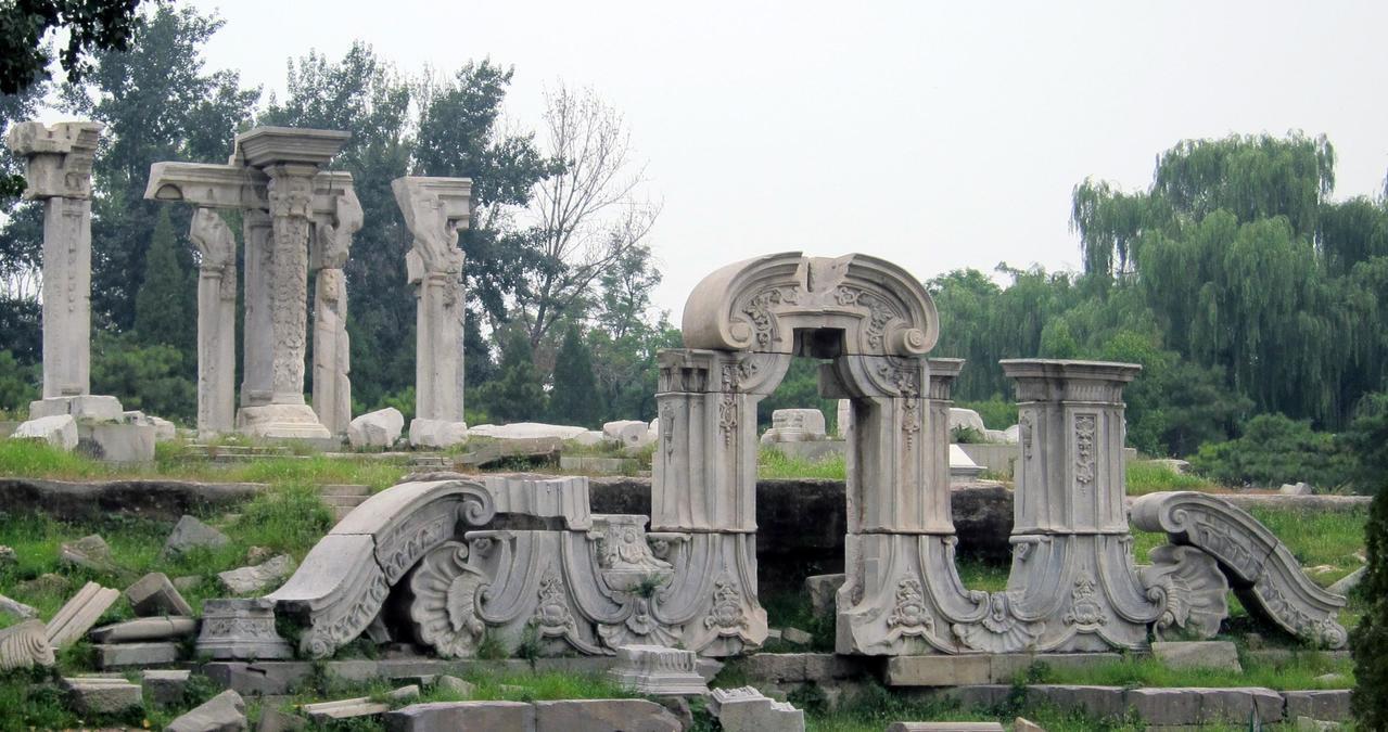 曾經的「萬園之園」因1860年英法聯軍的一把大火,成為一片廢墟。(網路照片)