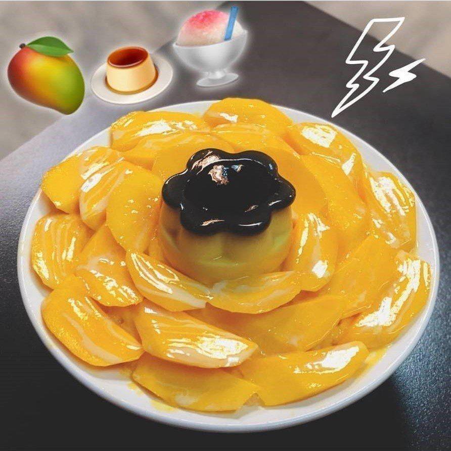 位於台中龍井的「東海何媽媽冰店」的芒果牛奶布丁冰,光看就療癒。圖/IG@al...