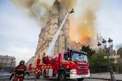 搶救9小時 巴黎消防隊宣布聖母院大火已撲滅