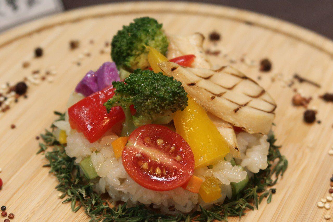 「Let's eat初飯」創業模組, 是一家結合網路科技點餐系統的健康餐盒店。記...