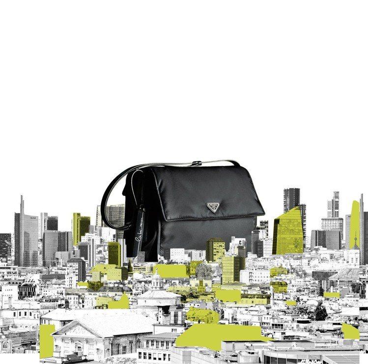 Cini Boeri打造出可隨需求做調節增加或拆卸的實用性包款。圖/Prada提...