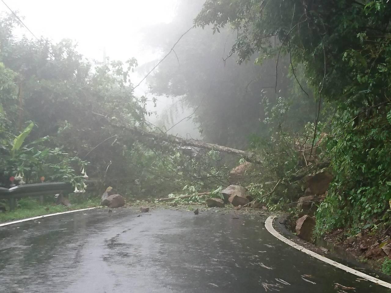 今天上午11點因山區雨勢過大,造成通往竹東鎮與五峰鄉的主要道路竹122線「南清公...