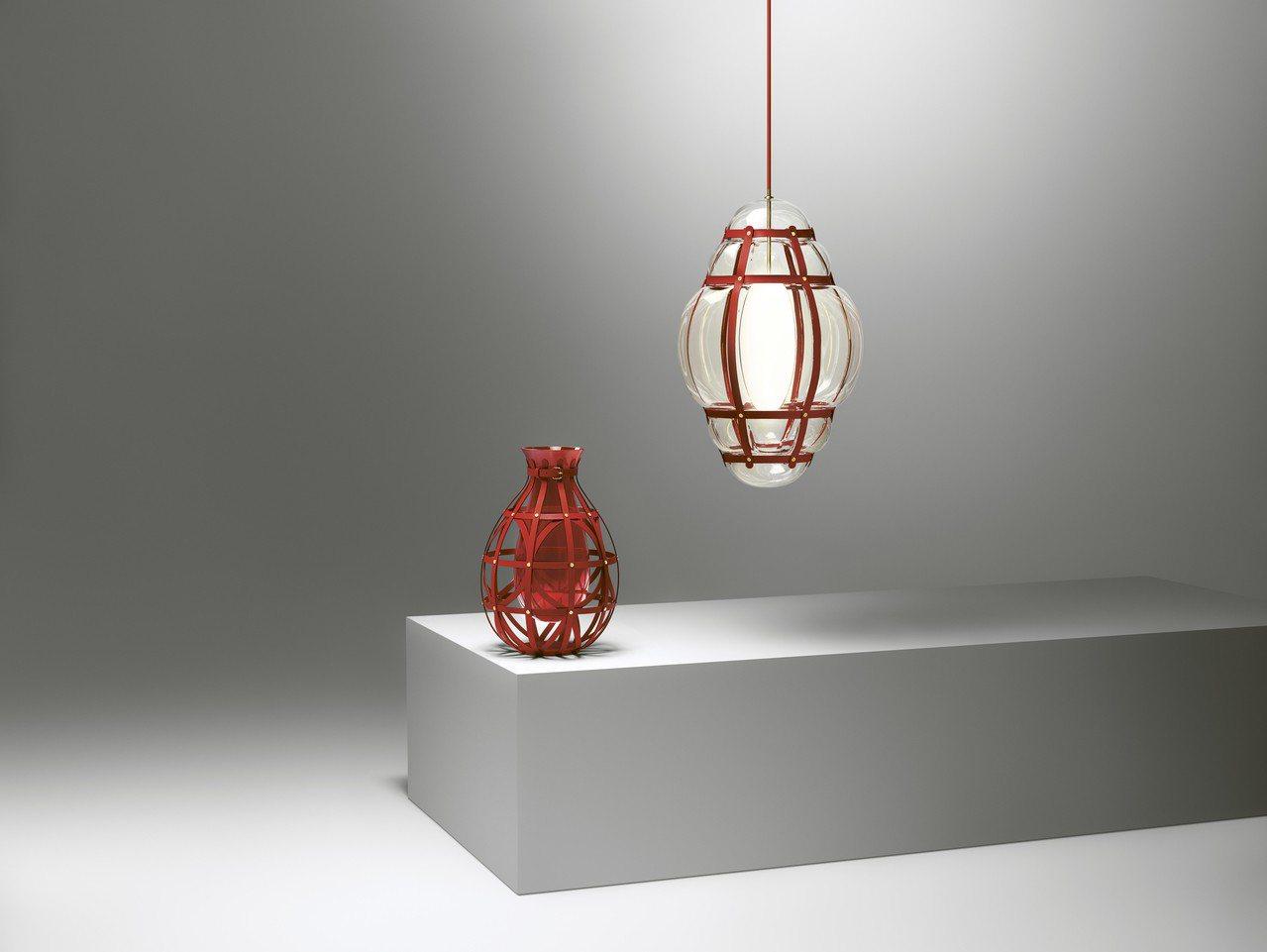 鑽石花瓶與Venezia玻璃吊燈都運用了穆拉諾手工玻璃做為材質。圖/LV提供