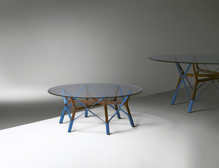Atelier Oi最新作品Serpentine桌是從傳統舞蹈的複雜、自在揮灑動...