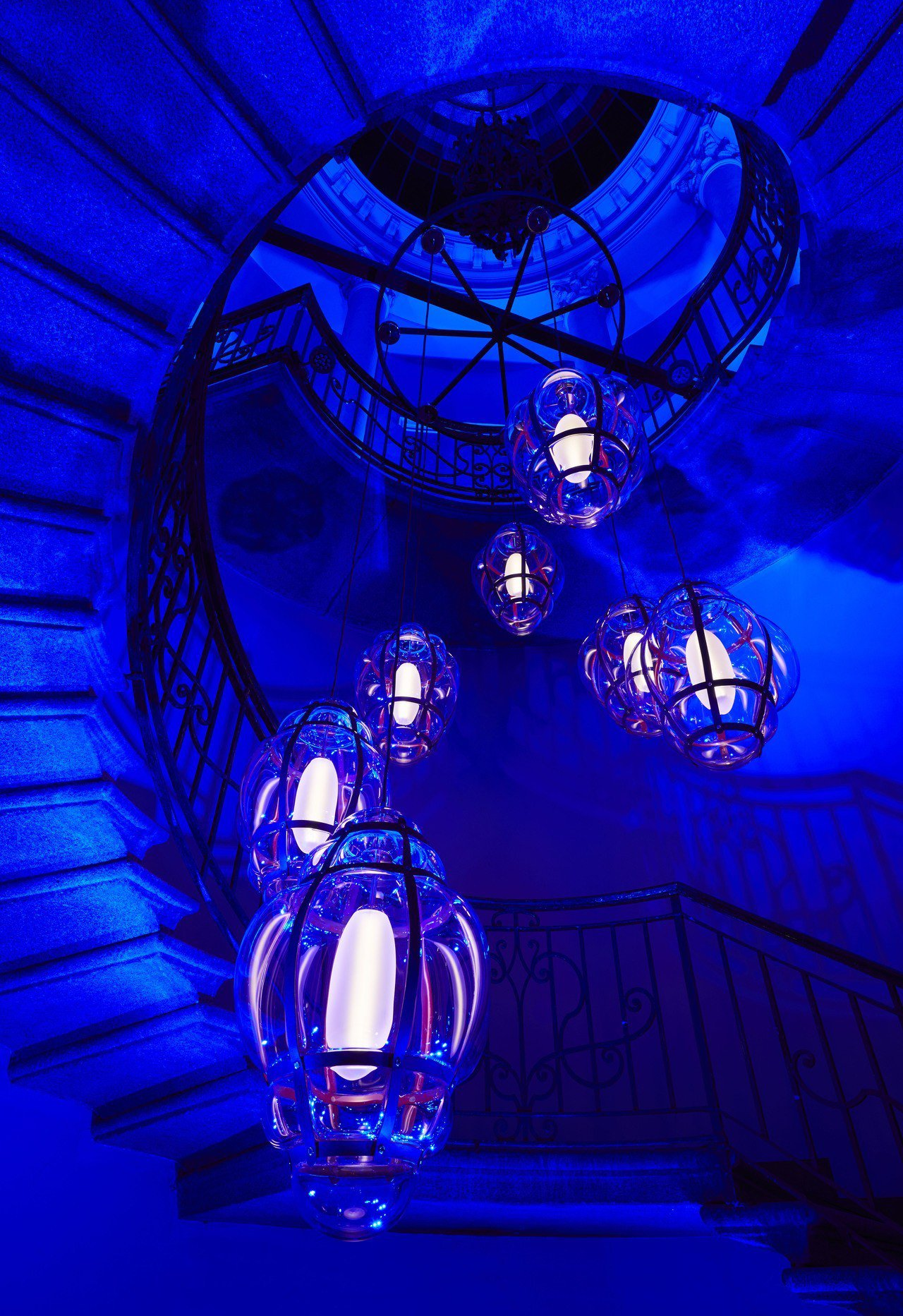 Marcel Wanders的Venezia燈飾以Monogram作為精美吹製玻...