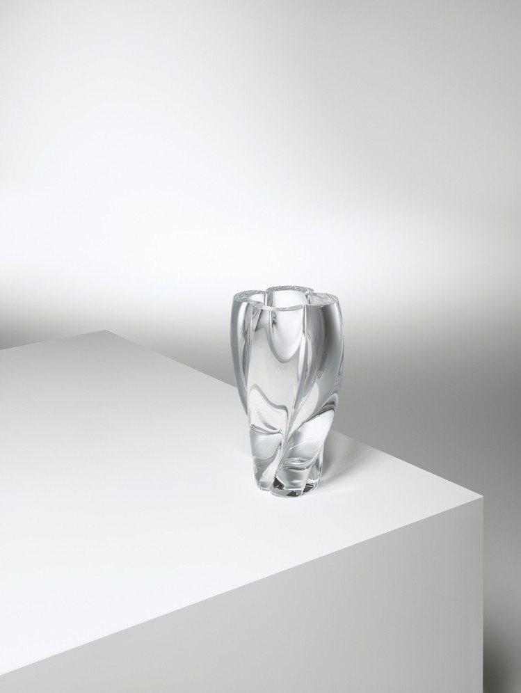受到Monogram圖騰花朵啟發,吉岡徳仁設計的Blossom花瓶由義大利穆拉諾...