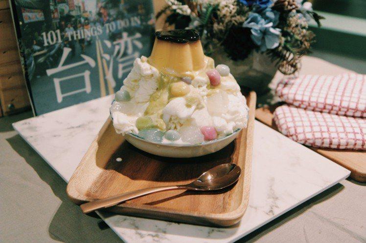 比漾冰菓室酪梨牛奶焦糖布丁雪花冰120元。圖/比漾廣場提供