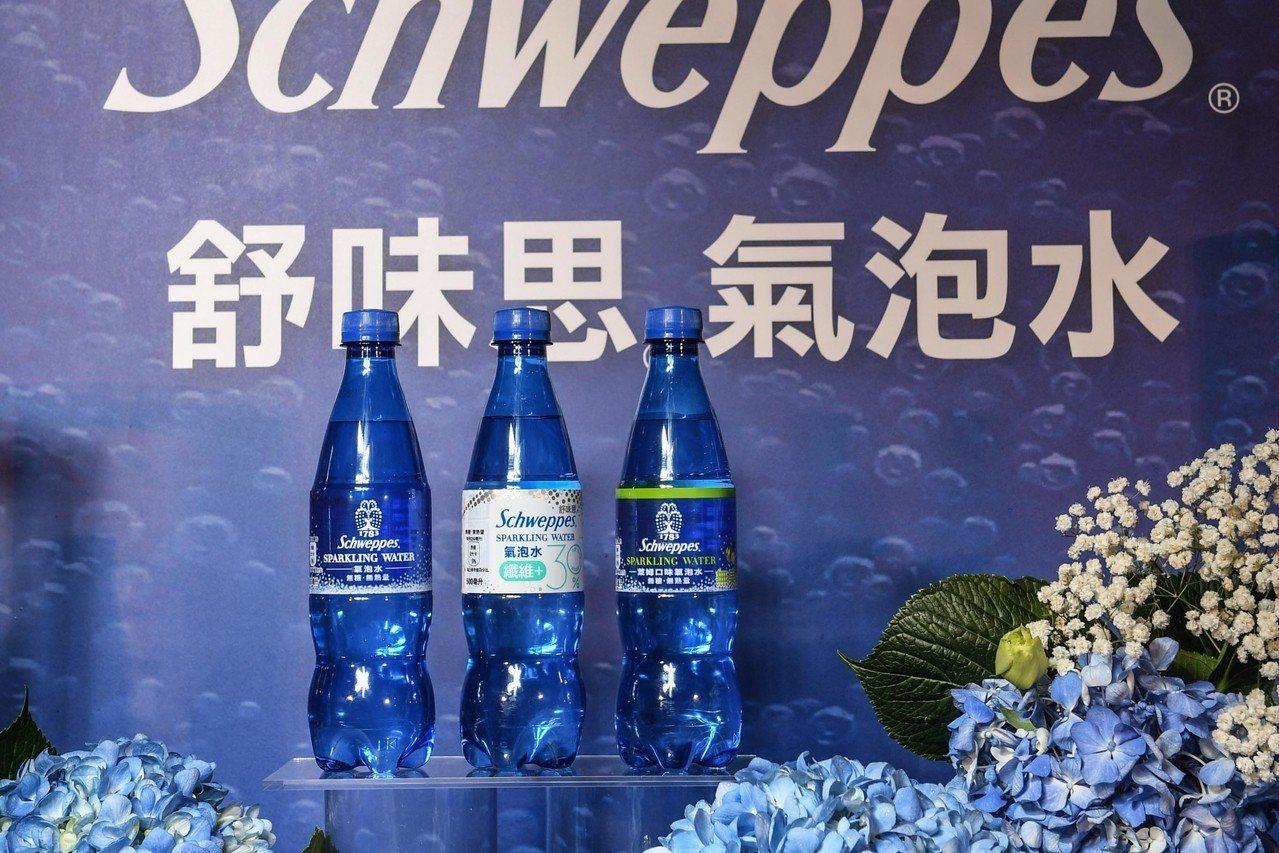 舒味思氣泡水,新推出「氣泡水纖維+」,標榜一瓶可滿足成人一日所需的30%膳食纖維...