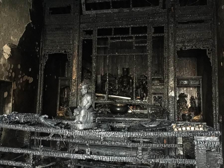 鹿港鳳山寺供奉廣澤尊王,2000年列入縣定古蹟,可惜在2016年8月24日清晨付...