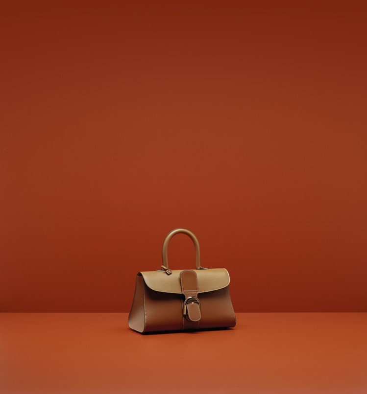 Brillant白蘭地三色漸層寬版中型牛皮肩背包,售價16萬6,100元。圖/D...