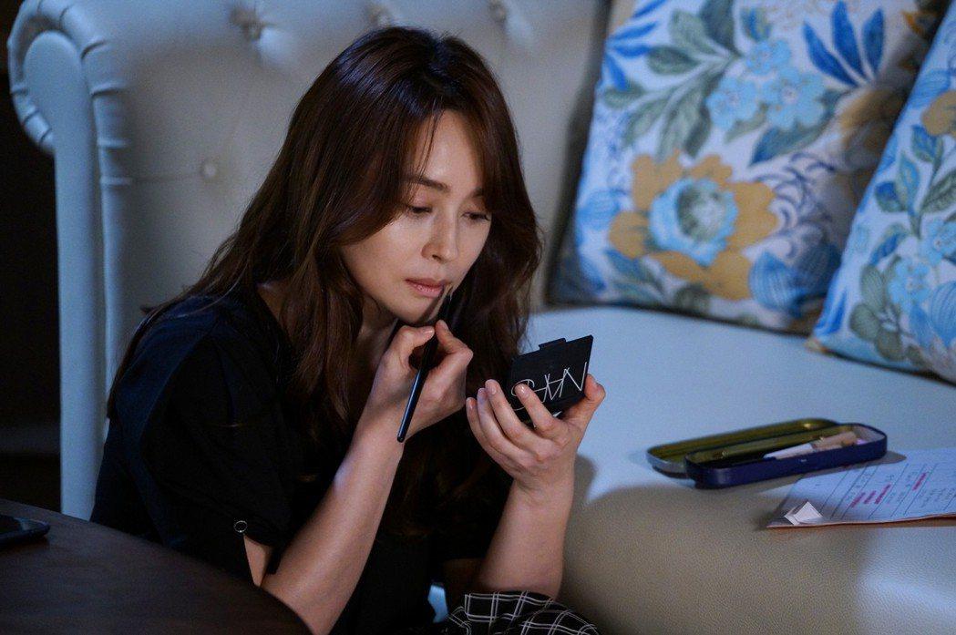 禹喜珍主演韓劇「我也是媽媽」,挑戰代理孕母議題。圖/中天提供