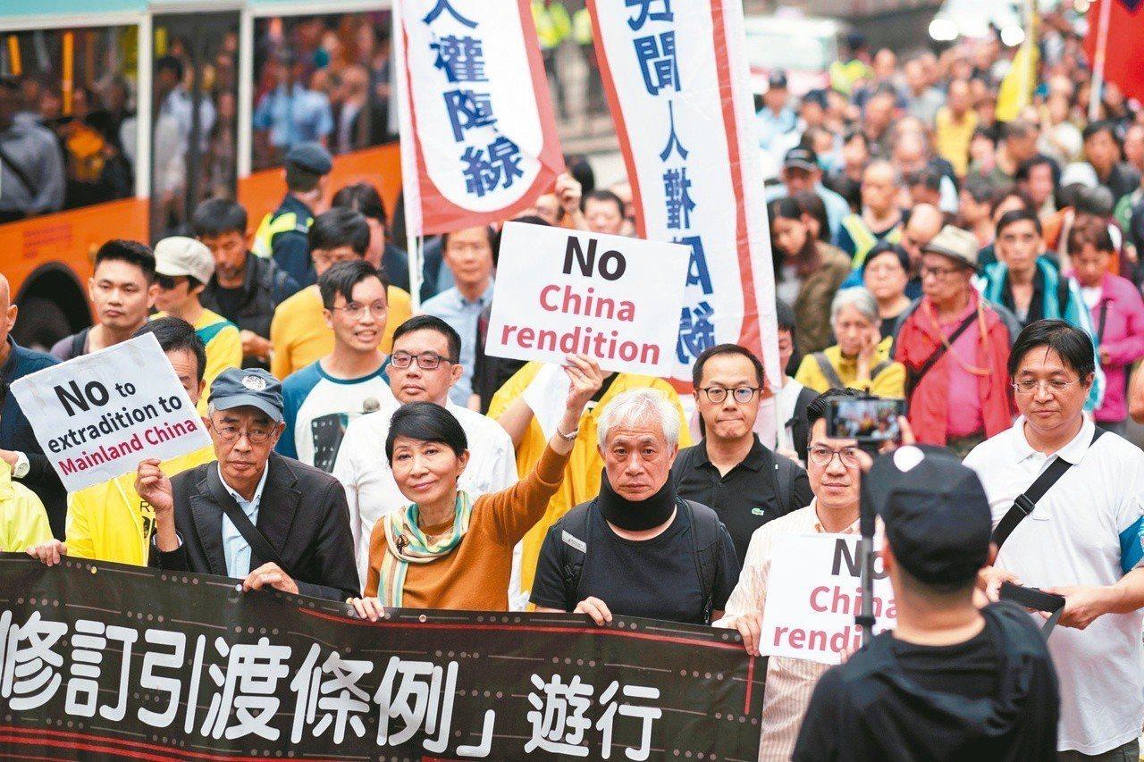 港府修訂「逃犯條例」,爭議大,香港民眾曾多次發起反對修例遊行。(歐新社資料照)