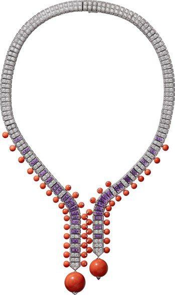 侯佩岑配戴的OSTINATO 項鍊,白K金鑲嵌兩顆總重47.35克拉的珊瑚珠、紫...
