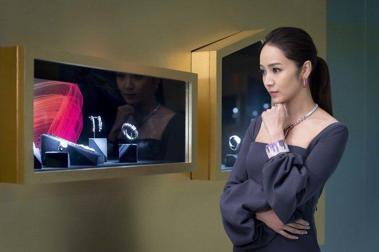 侯佩岑參觀卡地亞COLORATURA高級珠寶展。圖/卡地亞提供