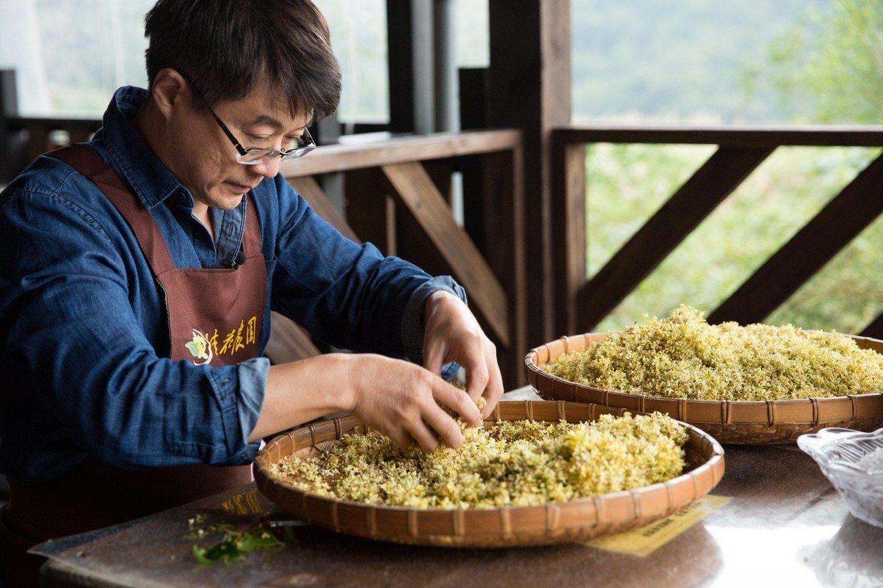 除了堅持使用台灣在地原料,小草作也將加工製程選在台灣完成,小草作期待推動百分之百...