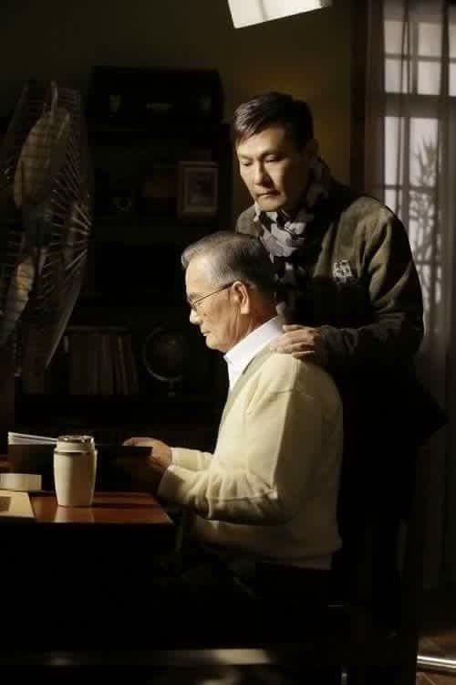 張信哲曾邀父親演出歌曲「蒼蒼」MV。圖/摘自臉書
