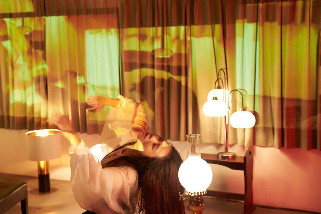 蔡健雅在MV小露一手,現代舞的舞姿大受好評。圖/環球唱片提供