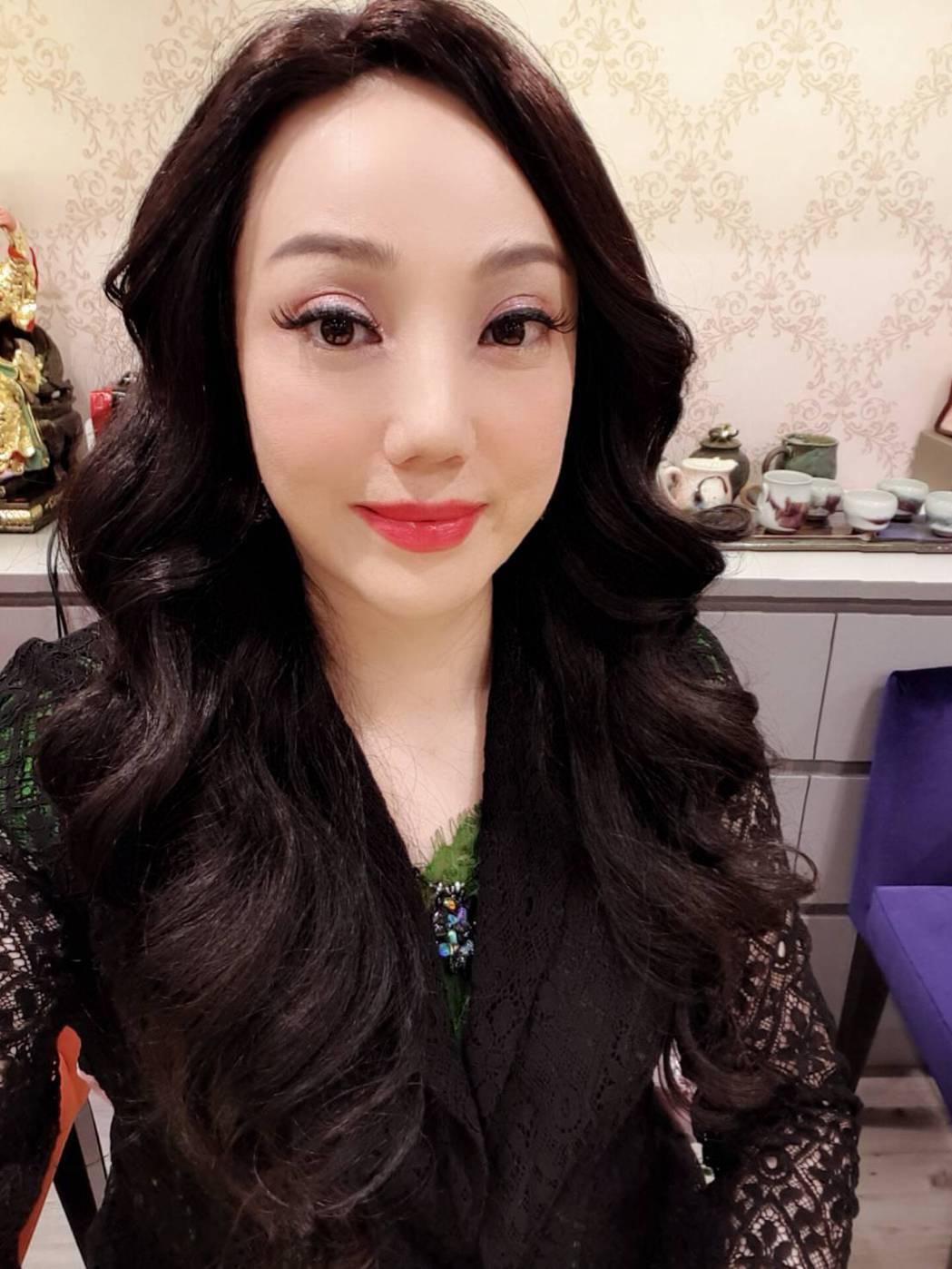 沈嶸是台灣知名魔法女王。圖/水舞國際提供