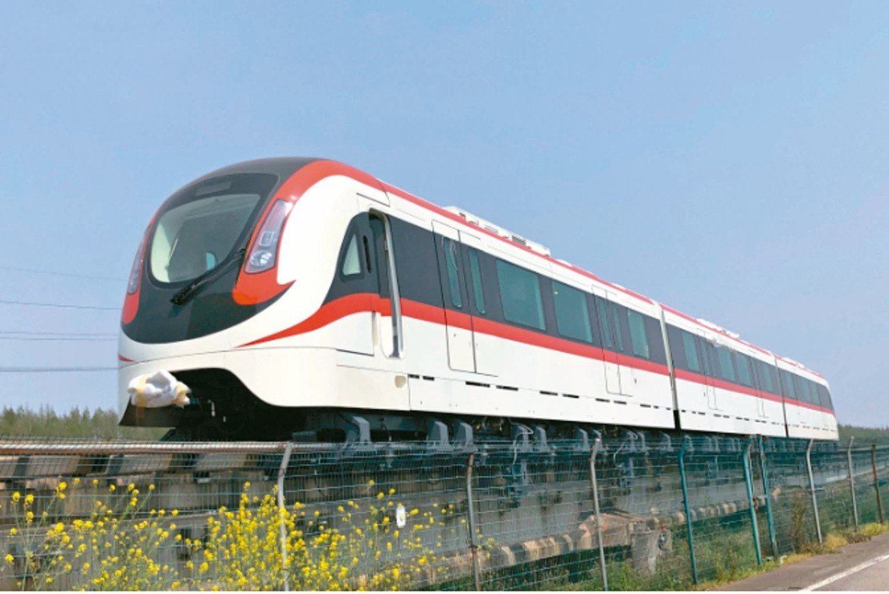 大陸國產首列新一代中低速磁浮車整車已成功匹配線路,進入動態調試階段 。 香港文匯...