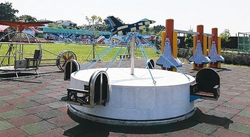 台南市南區大恩特色公園沒有遮蔭處,天氣熱時容易造成孩童曬傷或燙傷。 圖/聯合報系...