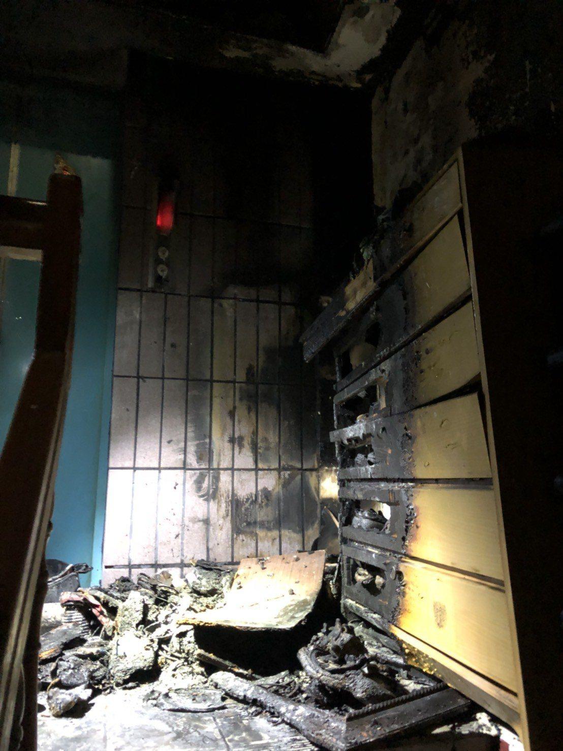 起火點疑似4樓樓梯間的鞋櫃。記者林伯驊/翻攝