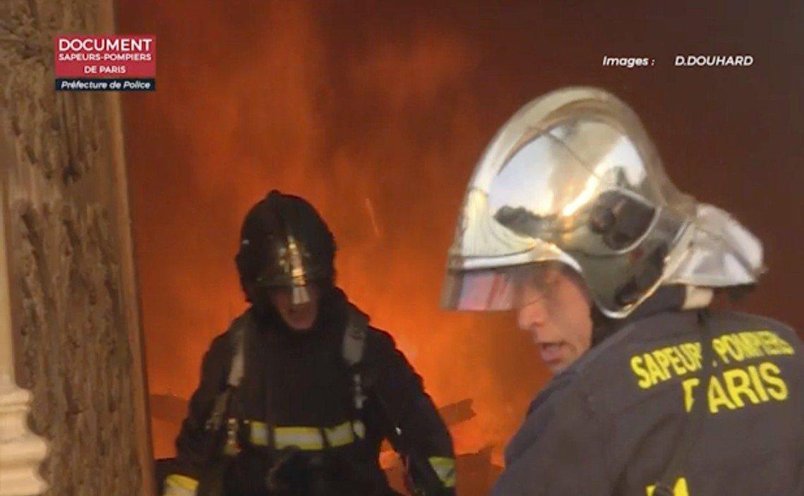 根據法國內政部的稱讚說法:「如果不是消防弟兄賭命打火,巴黎聖母院離『完全燒垮』大...
