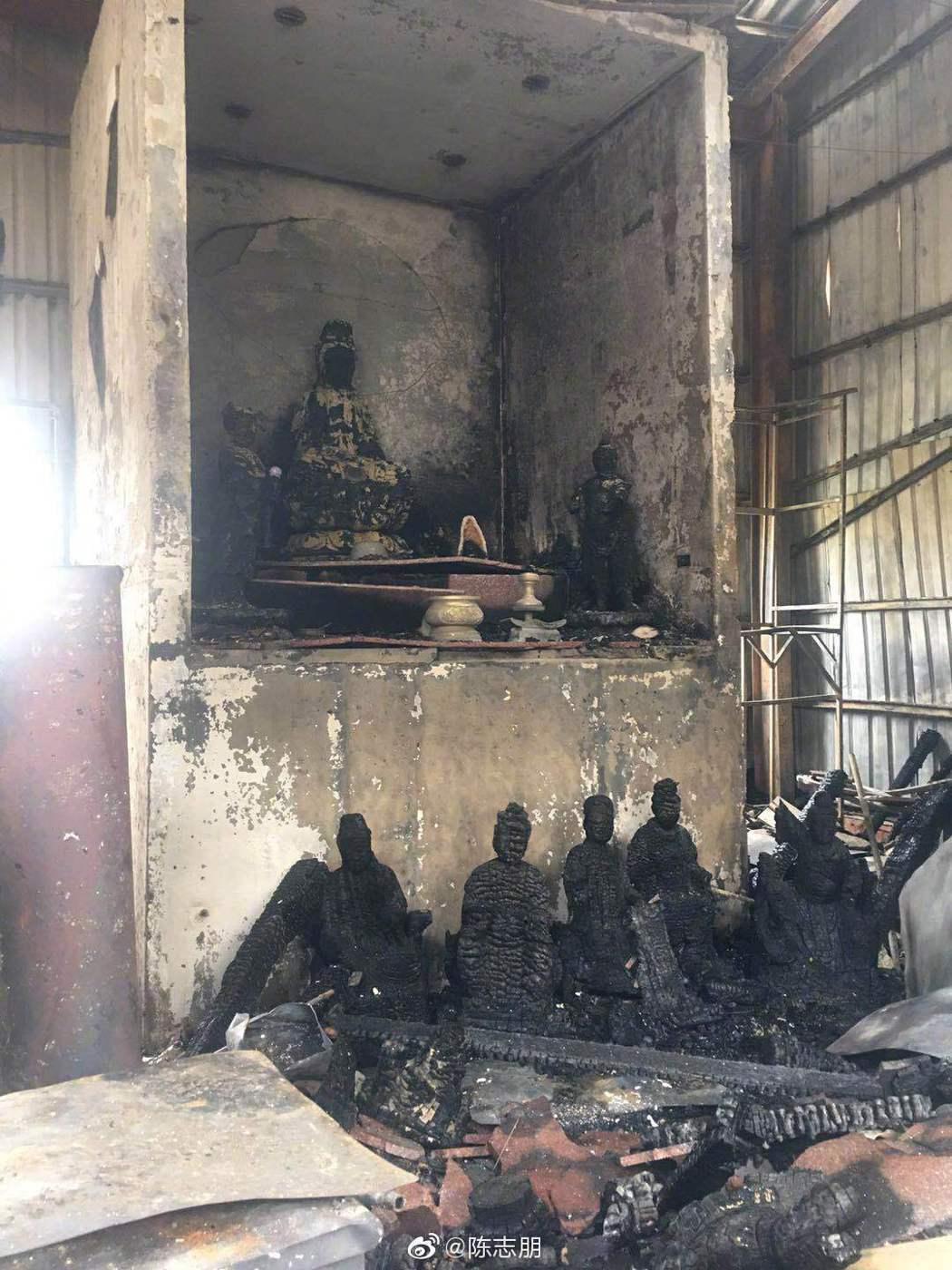 陳志朋老家經營的宮廟被燒毀。 圖/擷自陳志朋微博