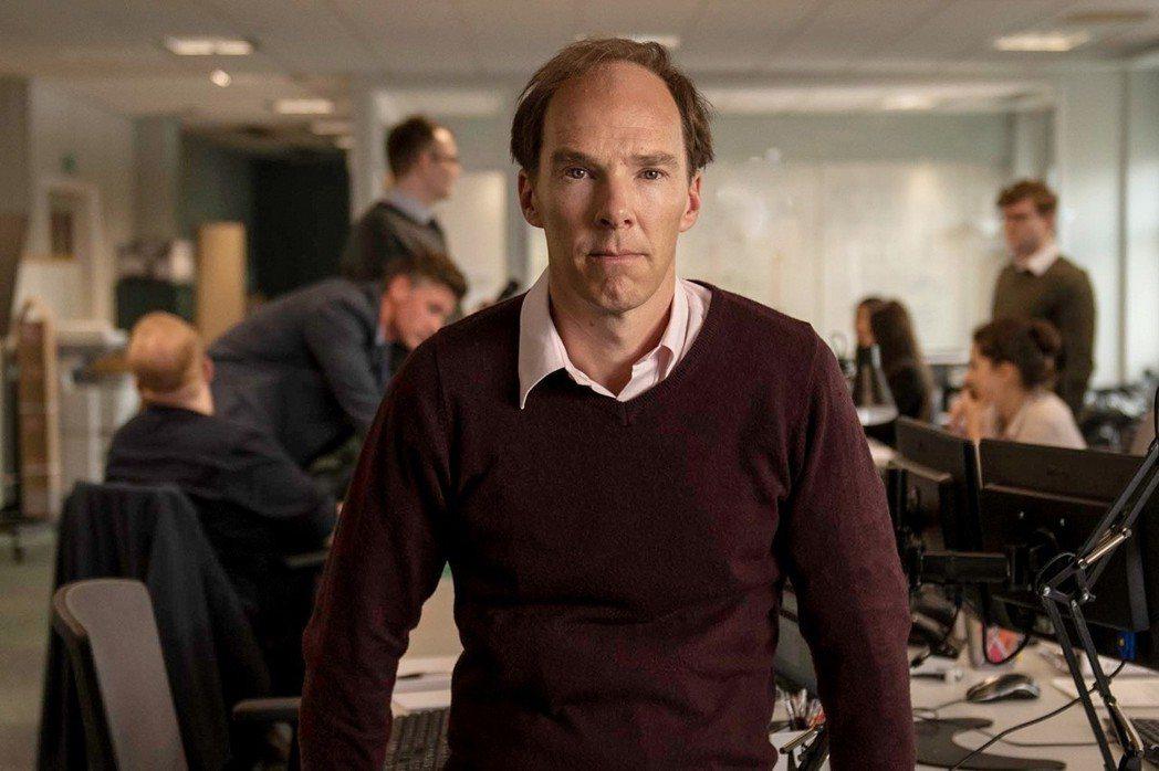 英國男星班尼迪克.康柏拜區為戲扮演禿頭,飾演脫歐首席戰略家——多明尼克.庫明斯。 圖/取自IMDb網站
