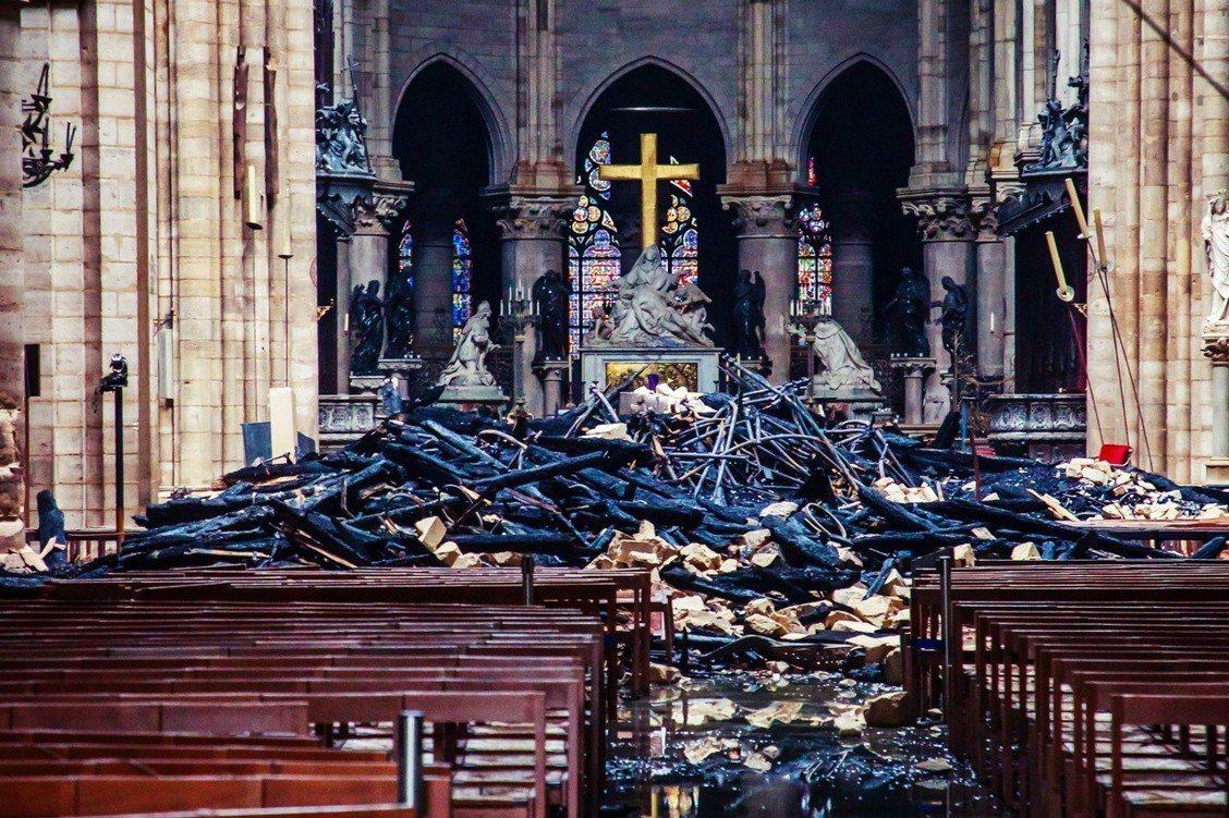 5至30年?「巴黎聖母院」開啟了漫長的重建修復之路。 圖/美聯社